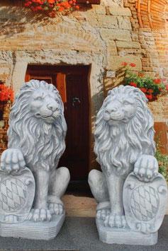 Löwe mit Wappen - Art. 637 rechts