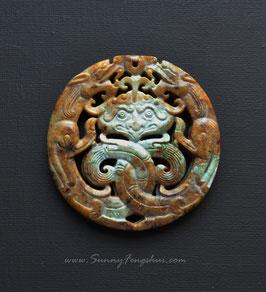 Пара драконов,резной  жадеит, медальон