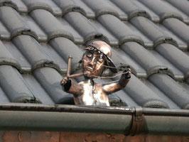 Junge aus Kupfer mit Zwille