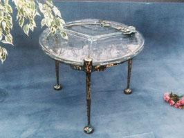 Tisch rund mit drei Beinen