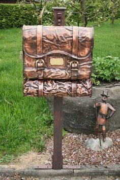 Briefkasten Tasche mit Rolle wahlweise als Stand oder Wandbriefkasten