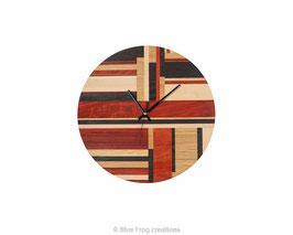 Wandklok van willekeurig hout