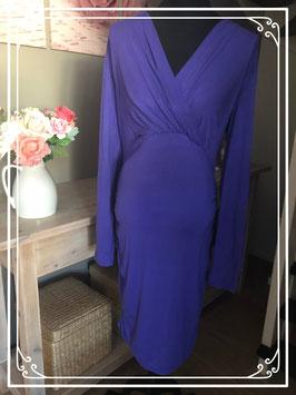 Paarse lange jurk met v-hals van Mama Licious - Maat L