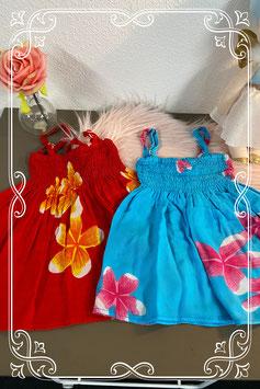 2 zomerse jurkjes in de kleuren blauw en rood maat 80