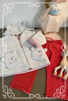 Rood broekje met witte stiksels en heerlijk zacht wit vestje maat 68