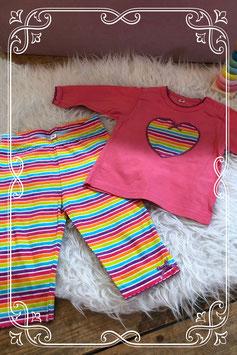 Leuk regenboog pyjamaatje - maat 68