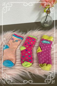 3 paar vrolijk gekleurde sokken in maat 28-31
