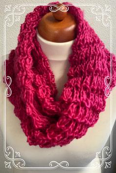 Mooie roze gehaakte sjaal voor volwassenen