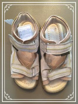 Lichtgrijze sandaaltjes van Gattino - maat 30
