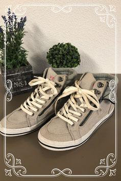 Leuke beige sneakers van Venice maat 39