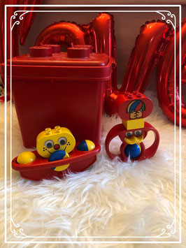 Rode lego box met een clowntje en uiltje
