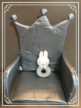 Kinderstoel verkleiner voor de kleine prins / prinses