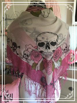 Sjaal met doodskopjes en rozen
