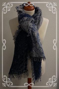 Grote warme sjaal in het donkerblauw met wit/grijs