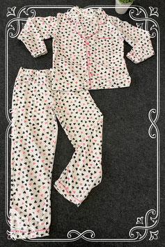 Super leuke 2-delige pyjama met hartjes in maat 134/140