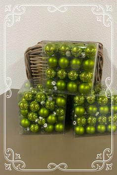 Kleine groene kerstballen