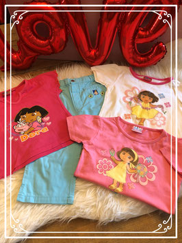 Vierdelig setje met drie T-shirts - DORA - broekje BUMBA - maat 86