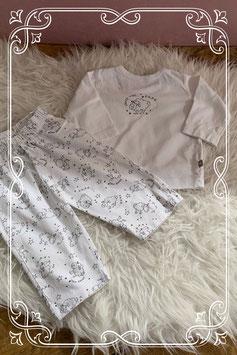 Leuk wit berdrukt pyjamaatje  van de prenatal - maat 62