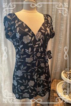 Een mooi zwart met wit bloemen zwangerschap blouse - maat L/XL
