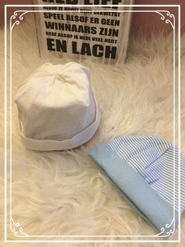 Wit en blauw babymutsje - Maat 50/56