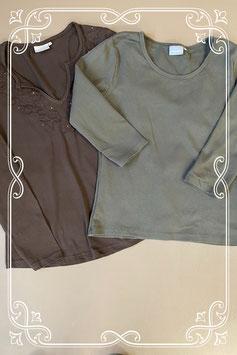 Bruine longsleeve en groen shirt met driekwart mouwen beiden van Essentials maat 38