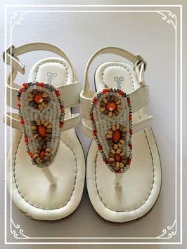 Leren witte sandaaltjes met kraaltjes - maat 27