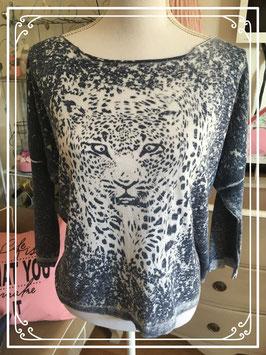 Een blauwshirt met jaguar print - maat M