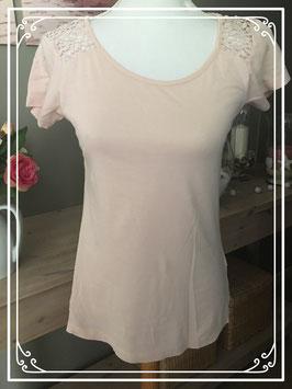 Lichtroze kanten T-shirt - Maat 34