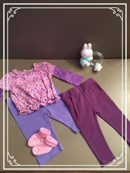 Paars shirtje met 2 leggings en sokjes - Maat 68