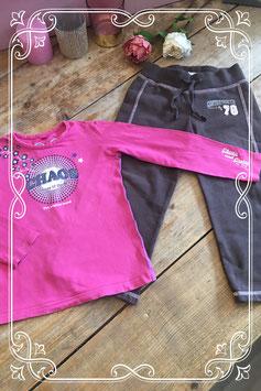 Roze shirt van Chaos&Order met bruine broek van de H&M - Maat 98/104