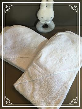Twee babyhanddoeken met capuchon van de HEMA