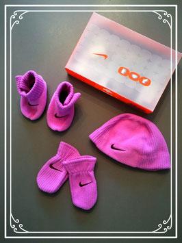 Nike setje van mutsje - schoentjes en wantjes voor baby's van 3 maanden