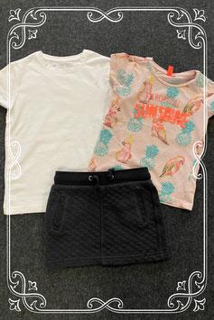 Donkergrijs rokje van Europe Kids, wit shirt en versierd shirt van Girls in maat 110/116