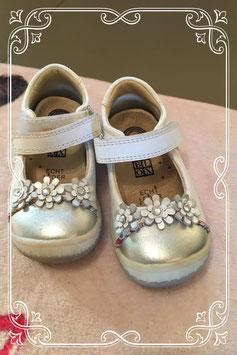 Prachtige  schoentjes met bloemetjes van blox - maatje 20