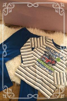 Gestreepte pyjama set met stoere auto's van Yigga - Maat 134-140