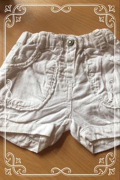Leuk wit kort broekje van Bakkaboe - maatje 68