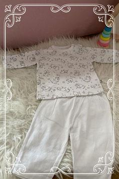 Tweedelig wit pyjamaatje van de Prénatal - maat 62