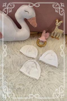 Set van drie witte babymutsjes