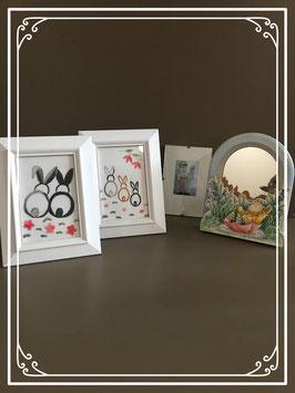 Diverse fotolijstjes en spiegeltje