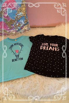 Blauw shirt van Benneton en zwart shirt met sterren van Zeeman maat 98/104