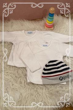 Setje van twee witte shirts van HEMA met mutsje van NIJNTJE - maat 50-56
