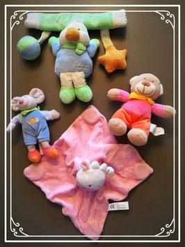 Een prachtig babypakket met knuffels