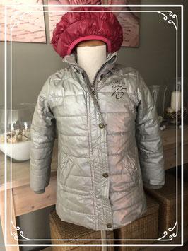 Zilveren gewatteerde jas van europe kids met fuchsia baret-maat 98-104