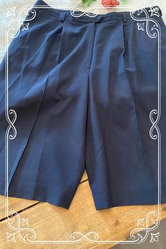 Donkerblauwe korte broek van het merk Wichèla - maat 52