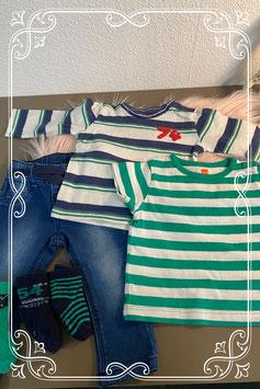 Spijkerbroek van Hema met shirt van Hema en longsleeve van Prenatal maat 62 en 3 paar sokken