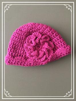 fucsia roze gehaakt mutsje met bloem - maat 80-86