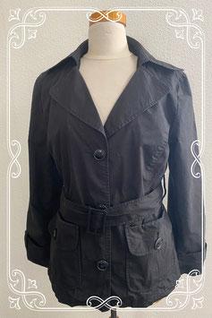 Leuke zwarte jas van Liv maat 38