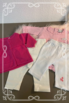 Roze sierlijke romper met donkerroze vestje en 2 witte leggings maat 50/56
