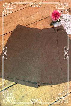 Mooie bruine korte broek met overslag in maat 40
