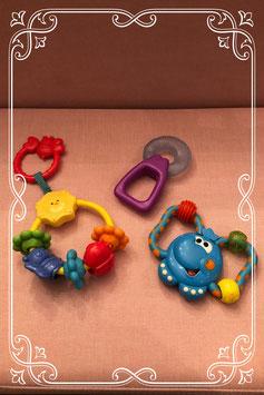 Set van drie baby speeltjes van o.a. FisherPrice en Chicco